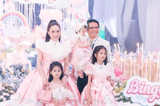 Nhan sắc gợi cảm, cuộc sống siêu giàu của ca sĩ chi 7,5 tỷ mời Quách Thái Công thiết kế nhà - Ảnh 12.