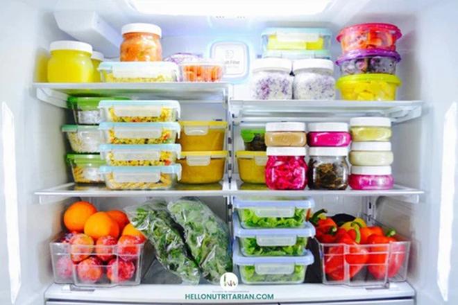 Mẹo tiết kiệm tiền điện tủ lạnh chỉ nhờ một bát nước, cách làm lại vô cùng đơn giản - Ảnh 2.