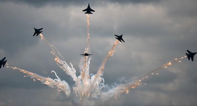 Mỹ 'ngả mũ' trước màn phóng tên lửa của 'Hiệp sĩ Nga' - Ảnh 4.