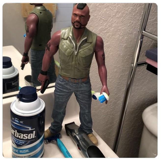 Kiểm tra phòng tắm của bạn trai, tá hỏa trước mấy món đồ kì cục 007