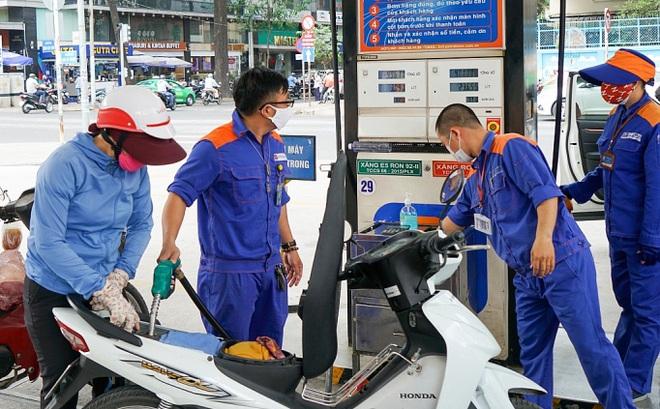 Giá xăng dầu đột ngột giảm sau 8 lần tăng liên tiếp