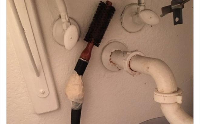 Kiểm tra phòng tắm của bạn trai, tá hỏa trước mấy món đồ kì cục: Nhân vật trong bức ảnh số 2 chắc tức chết