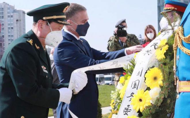 """Chuyến thăm ĐSQ từng bị NATO ném bom và lời thề """"không cho phép tái diễn"""": TQ phát thông điệp gì?"""