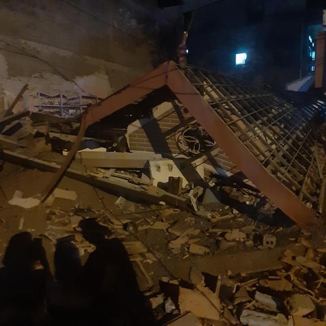 Cận cảnh căn nhà 3 tầng đổ sập trong đêm ở Lào Cai - Ảnh 3.