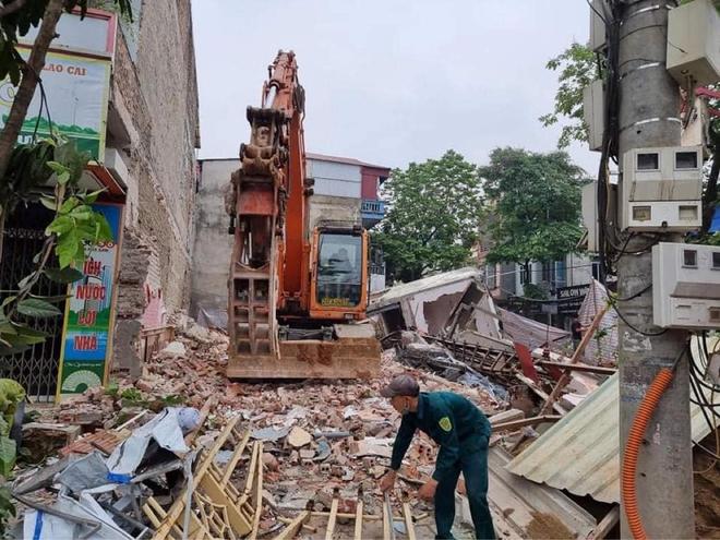 Cận cảnh căn nhà 3 tầng đổ sập trong đêm ở Lào Cai - Ảnh 8.