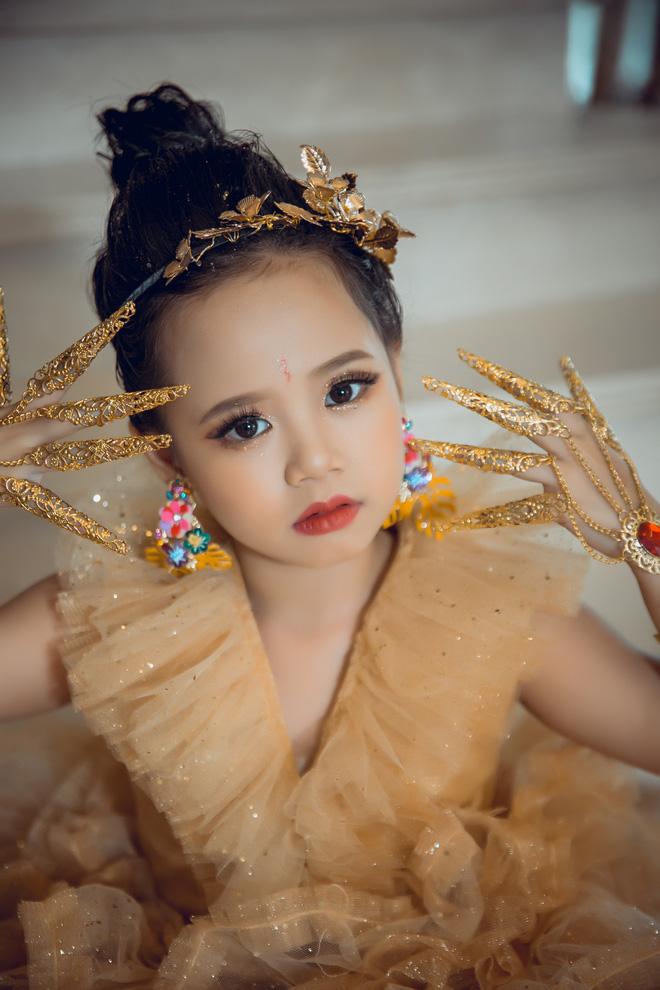 Chân dung Hoàng Vân - mẫu nhí được hoa hậu Ngọc Hân ưu ái - Ảnh 1.