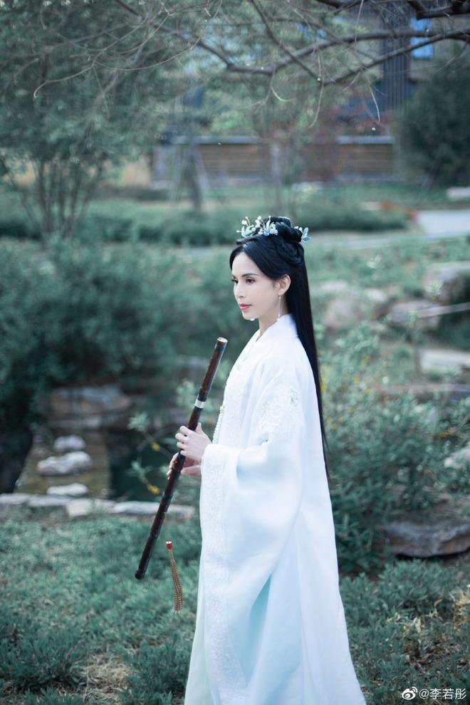 Ở tuổi U60, Lý Nhược Đồng vẫn đẹp ngây ngất khi tái hiện lại hình ảnh Tiểu Long Nữ - Ảnh 3.