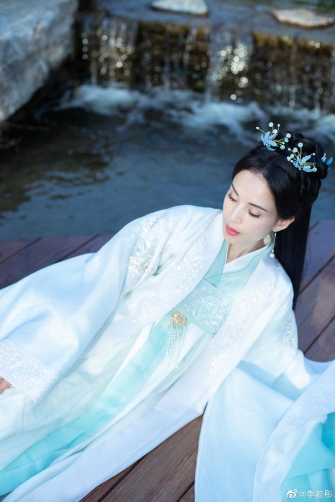 Ở tuổi U60, Lý Nhược Đồng vẫn đẹp ngây ngất khi tái hiện lại hình ảnh Tiểu Long Nữ - Ảnh 4.