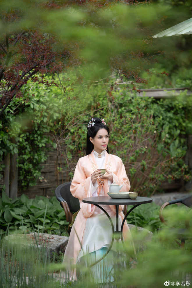 Ở tuổi U60, Lý Nhược Đồng vẫn đẹp ngây ngất khi tái hiện lại hình ảnh Tiểu Long Nữ - Ảnh 12.