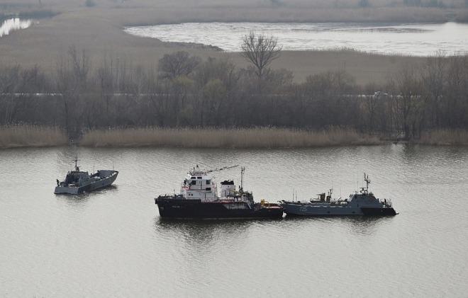 Máy bay Mỹ ùn ùn kéo tới Ukraine, xung đột Donbass sớm nổ ra - Nga điều thêm tàu chiến tới Biển Đen, sẵn sàng đẩy lùi mọi cuộc tấn công - Ảnh 2.