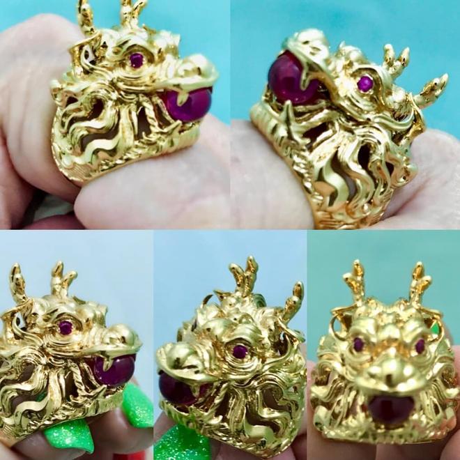 Tôi là nghệ sĩ đầu tiên đeo 10 chiếc nhẫn trên 10 ngón tay, tất cả bằng vàng, có cái gắn kim cương - Ảnh 2.