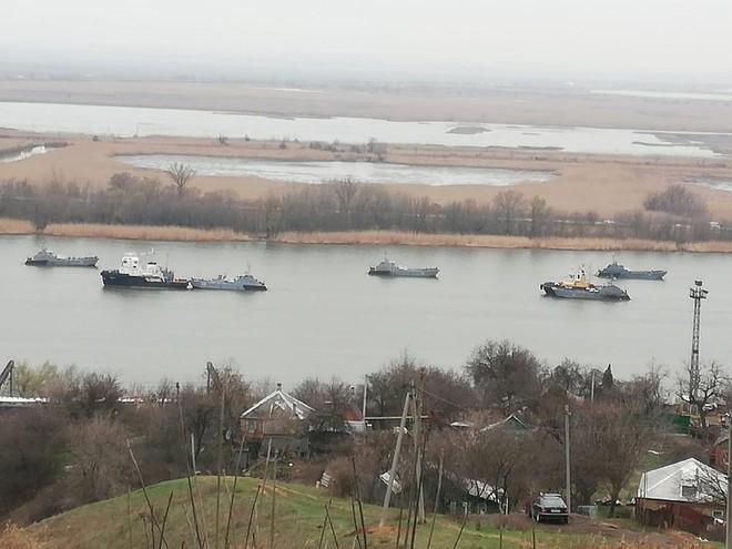 Máy bay Mỹ ùn ùn kéo tới Ukraine, xung đột Donbass sớm nổ ra - Nga điều thêm tàu chiến tới Biển Đen, sẵn sàng đẩy lùi mọi cuộc tấn công - Ảnh 1.