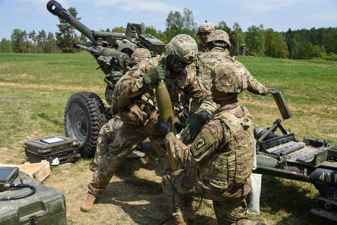 Hơn 80.000 quân Nga tiến sát biên giới, Ukraine hoảng hốt tìm đường lui, - Mỹ, NATO đồng loạt ra mặt cảnh báo Moscow chớ làm bừa - Ảnh 1.