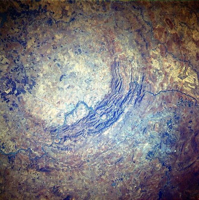 Vết sẹo 2 tỷ năm tuổi trên Trái Đất: Bằng chứng thép về cuộc chạm trán ngoài hành tinh