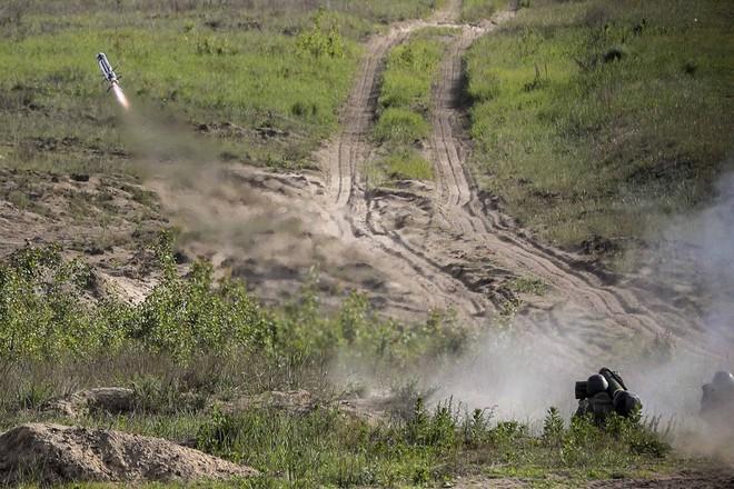 Dùng hàng nóng của Mỹ, Ukraine khiến Nga gục ngã ngay ở biên giới? - Ảnh 1.