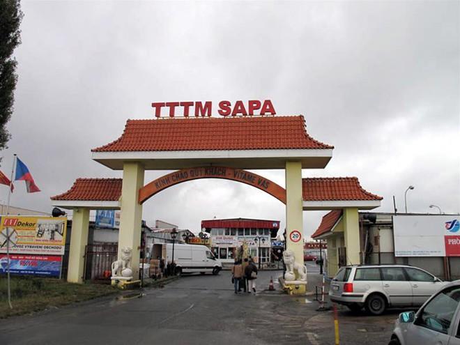 Ghé thăm phố của người Việt Nam ở Séc: Người nước ngoài mắt chữ O mồm chữ A, tưởng đang ở Hà Nội - Ảnh 2.