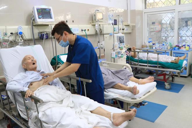 Hơn 200 bác sĩ, nhân viên bệnh viện Bạch Mai xin nghỉ việc: Tâm tư người ở lại! - Ảnh 4.