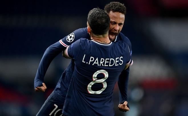 """Neymar sút trúng cả xà ngang lẫn cột dọc, PSG vượt qua Bayern trong cảnh """"tim đập chân run"""""""