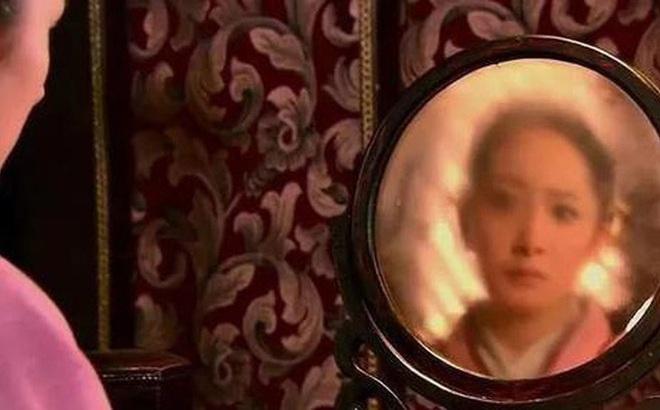 Giới khảo cổ vừa tìm thấy 80 chiếc gương đồng 2000 tuổi: Chúng ta đã bị phim ảnh lừa dối quá lâu!