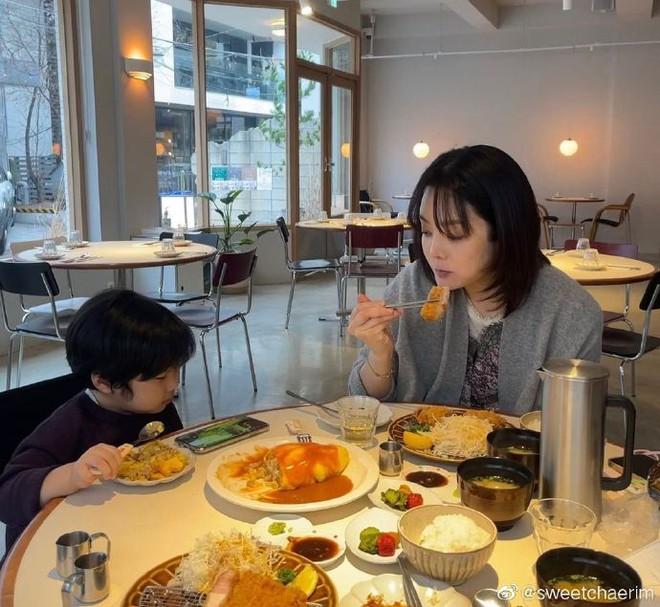 Nữ thần Chae Rim ở tuổi 42: Bỏ chồng về Hàn, một mình nuôi con, giã từ showbiz để kinh doanh - Ảnh 12.