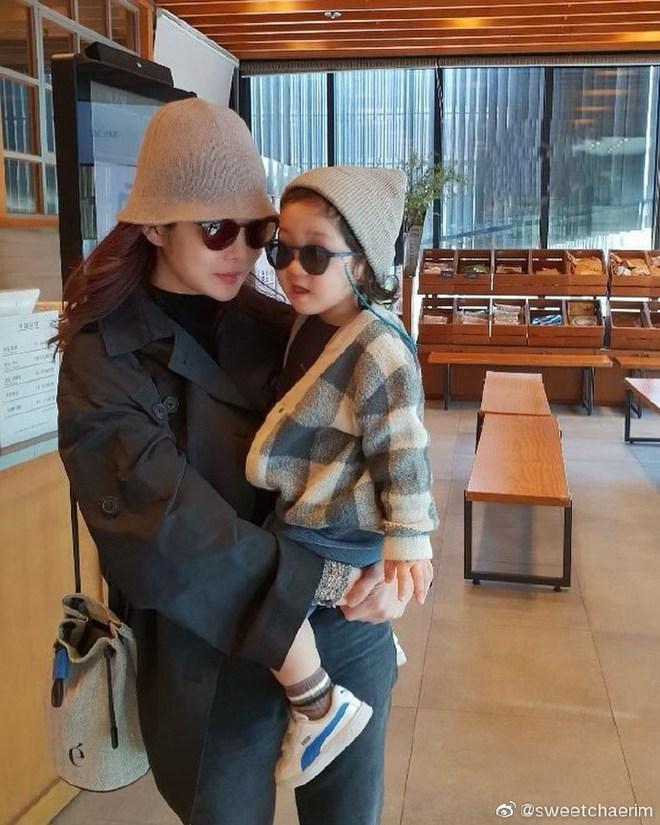 Nữ thần Chae Rim ở tuổi 42: Bỏ chồng về Hàn, một mình nuôi con, giã từ showbiz để kinh doanh - Ảnh 10.