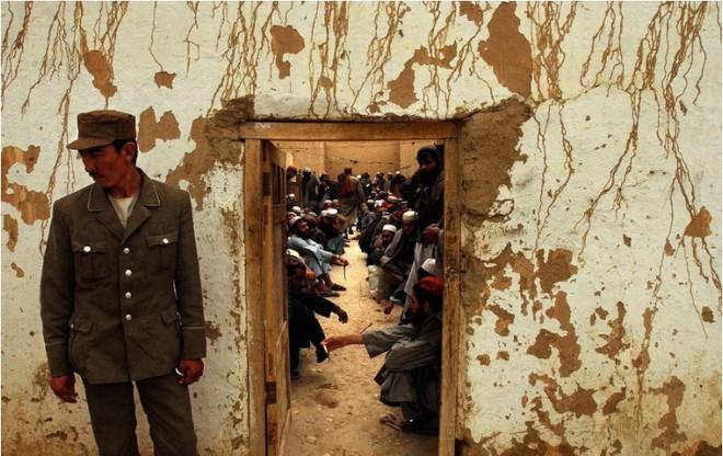Nhìn lại toàn cảnh cuộc chiến đẫm máu dài nhất lịch sử Mỹ ở Afghanistan - Ảnh 12.
