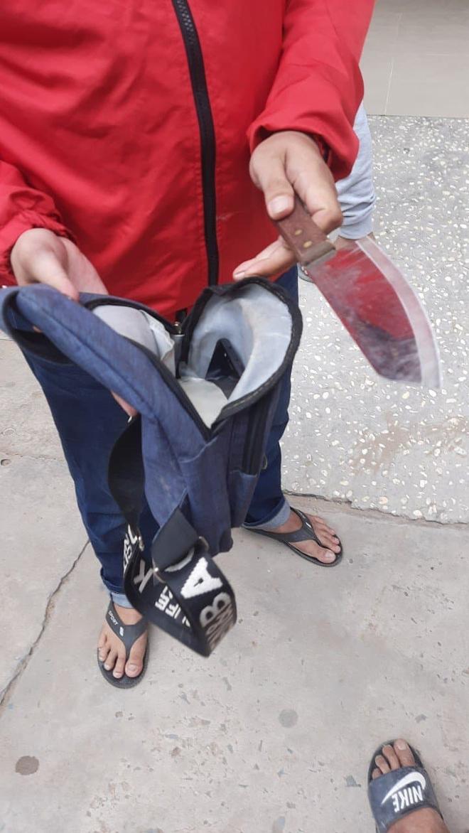 Bị giật điện thoại, cô gái ở Sài Gòn còn bị kẻ cướp nhắn tin, gửi hình nhạy cảm bắt chiều - Ảnh 1.