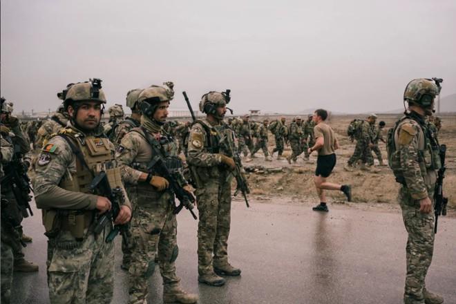 Nhìn lại toàn cảnh cuộc chiến đẫm máu dài nhất lịch sử Mỹ ở Afghanistan - Ảnh 35.
