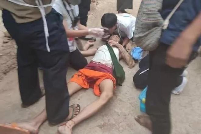 Quân đội Myanmar bị tố nổ súng vào nhân viên y tế - Ảnh 2.