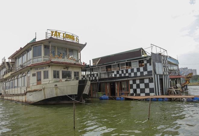 [ẢNH] Cận cảnh du thuyền tiền tỷ ở Hồ Tây sắp biến thành sắt vụn - Ảnh 1.