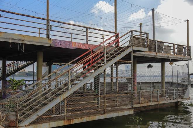 [ẢNH] Cận cảnh du thuyền tiền tỷ ở Hồ Tây sắp biến thành sắt vụn - Ảnh 2.