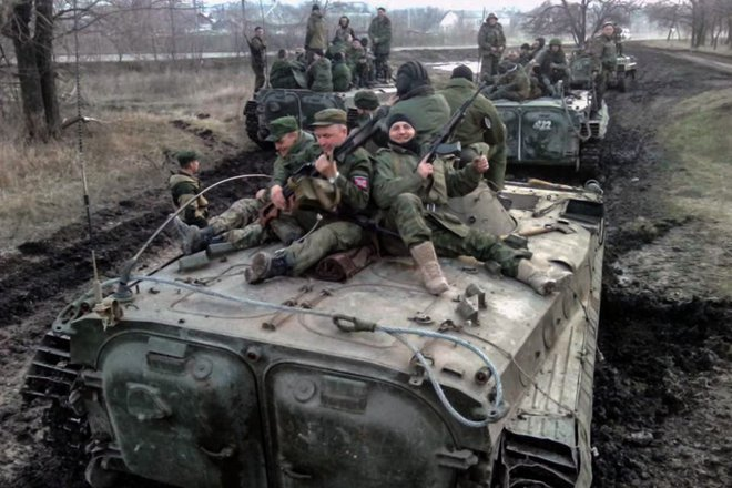Máy bay quân sự Mỹ nườm nượp tới Ukraine giữa lúc căng thẳng - Vừa hủy điều tàu chiến, TT Biden tung ngay đòn giáng mạnh nhằm vào Nga - Ảnh 1.
