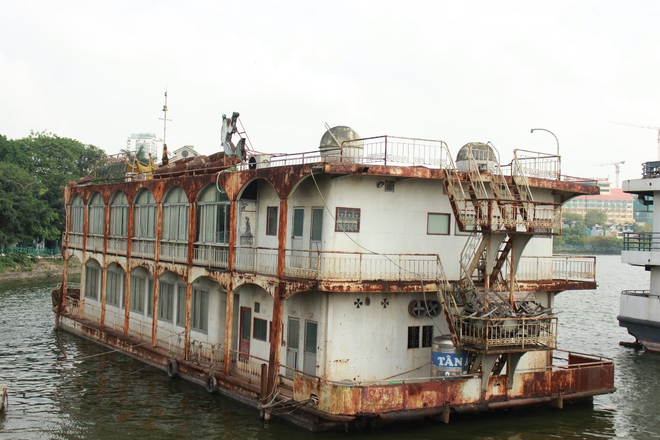 [ẢNH] Cận cảnh du thuyền tiền tỷ ở Hồ Tây sắp biến thành sắt vụn - Ảnh 11.