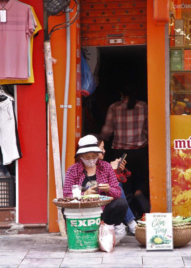 Cận cảnh những con ngõ siêu nhỏ của phố cổ Hà Nội - Ảnh 15.