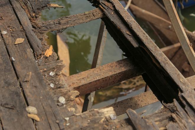 [ẢNH] Cận cảnh du thuyền tiền tỷ ở Hồ Tây sắp biến thành sắt vụn - Ảnh 4.