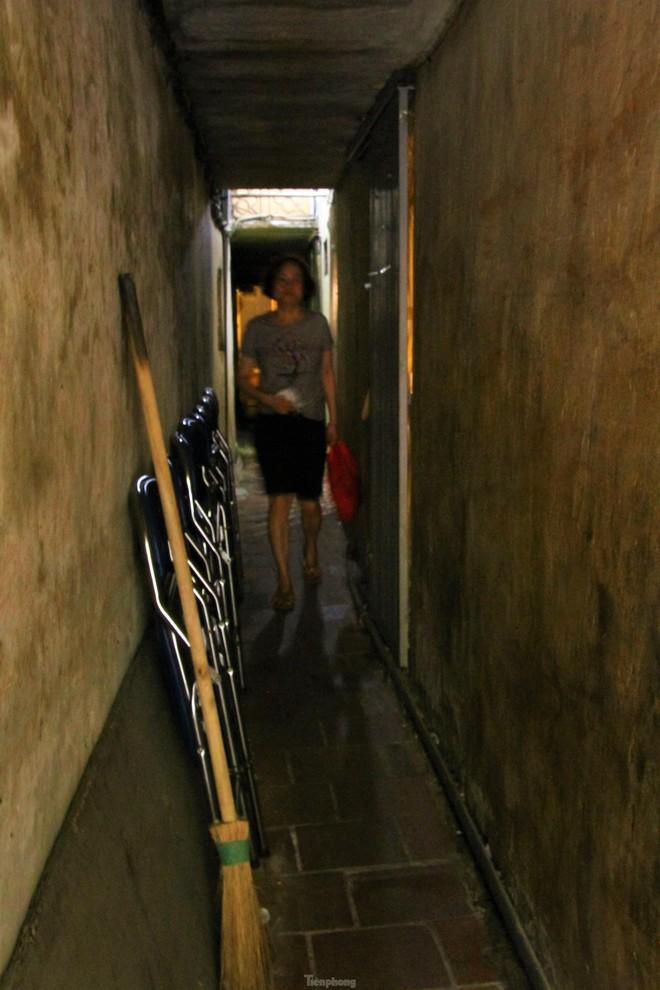Cận cảnh những con ngõ siêu nhỏ của phố cổ Hà Nội - Ảnh 5.