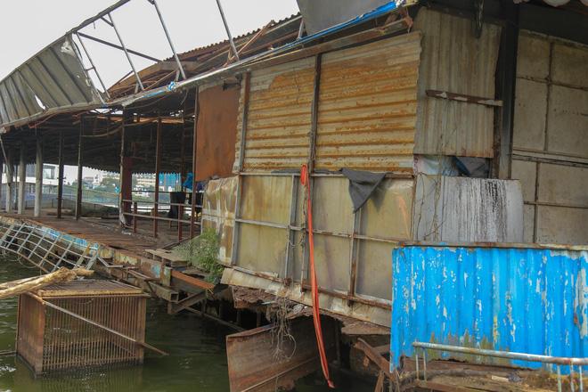 [ẢNH] Cận cảnh du thuyền tiền tỷ ở Hồ Tây sắp biến thành sắt vụn - Ảnh 6.