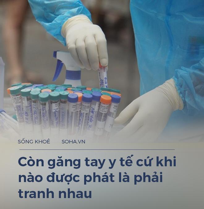"""Một điều dưỡng 23 năm làm ở Bạch Mai: """"Giờ chúng tôi phải tranh nhau cả găng tay y tế, lương thì có lúc không đủ đóng học cho con"""" - Ảnh 2."""