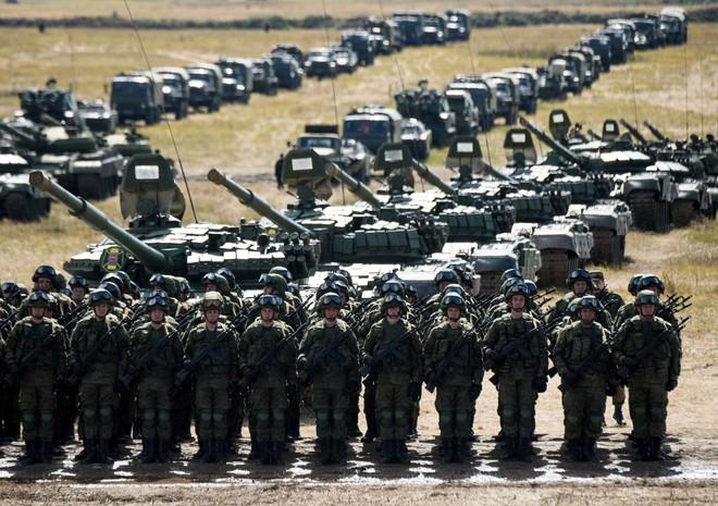 Hàng vạn quân Nga âm thầm áp sát Ukraine, TT Putin dạy cho Mỹ một bài học về thói tự mãn - Ảnh 2.
