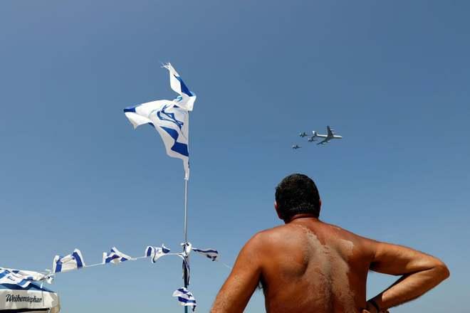 24h qua ảnh: Cảnh sát bị bắt lửa trong cuộc biểu tình ở Hy Lạp - Ảnh 9.