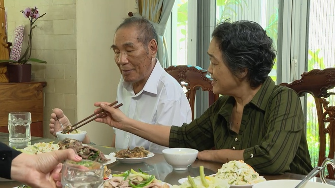 Quốc Thuận bật khóc trước chuyện lấy em vợ của thầy Nguyễn Ngọc Ký - Ảnh 4.