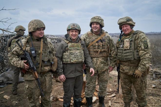 TT Ukraine tuyên bố quân đội đã sẵn sàng: Mục tiêu nào ở Donbass có thể bị tấn công? - Ảnh 1.