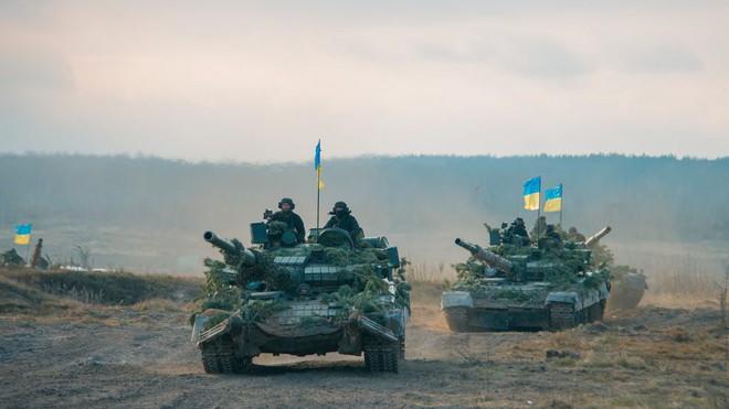 TT Ukraine tuyên bố quân đội đã sẵn sàng: Mục tiêu nào ở Donbass có thể bị tấn công? - Ảnh 2.