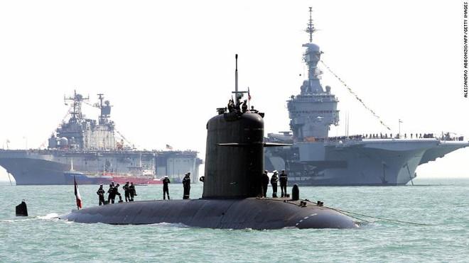 Pháp xẻ đôi hai tàu ngầm hạt nhân, ráp lại thành một tàu mới - Ảnh 1.