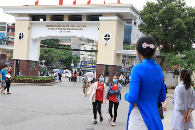 Sau những lùm xùm ở Bệnh viện Bạch Mai, bệnh nhân lại mừng ra mặt...! - Ảnh 1.