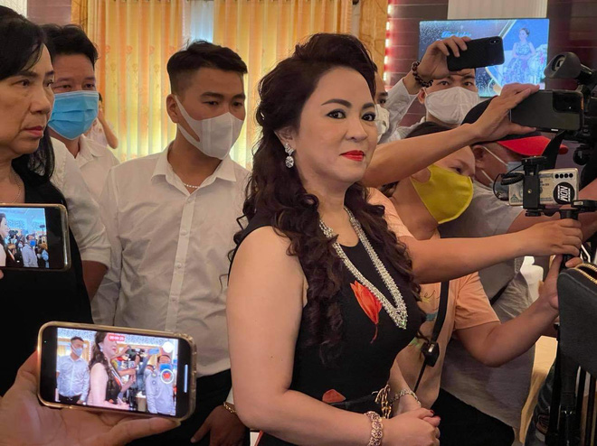 """Nóng: Bà Nguyễn Phương Hằng vợ ông Dũng """"lò vôi"""" bị phạt 7,5 triệu đồng vì phát ngôn sai sự thật - Ảnh 1."""