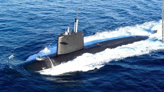 Pháp xẻ đôi hai tàu ngầm hạt nhân, ráp lại thành một tàu mới - Ảnh 3.