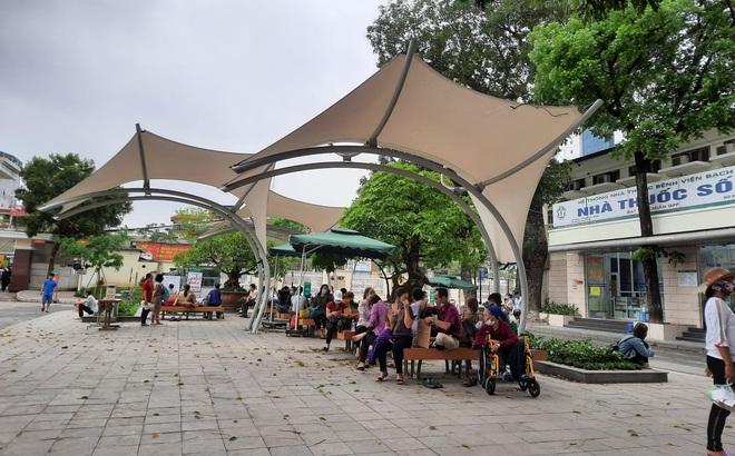 """Bị cho rằng cải cách """"quá thô bạo"""", lãnh đạo Bệnh viện Bạch Mai nói gì?"""