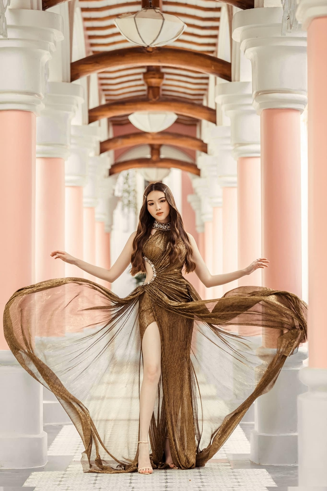 Cận cảnh đôi chân cực phẩm dài 1,1m của nữ MC Đặng Dương Thanh Thanh Huyền - Ảnh 4.