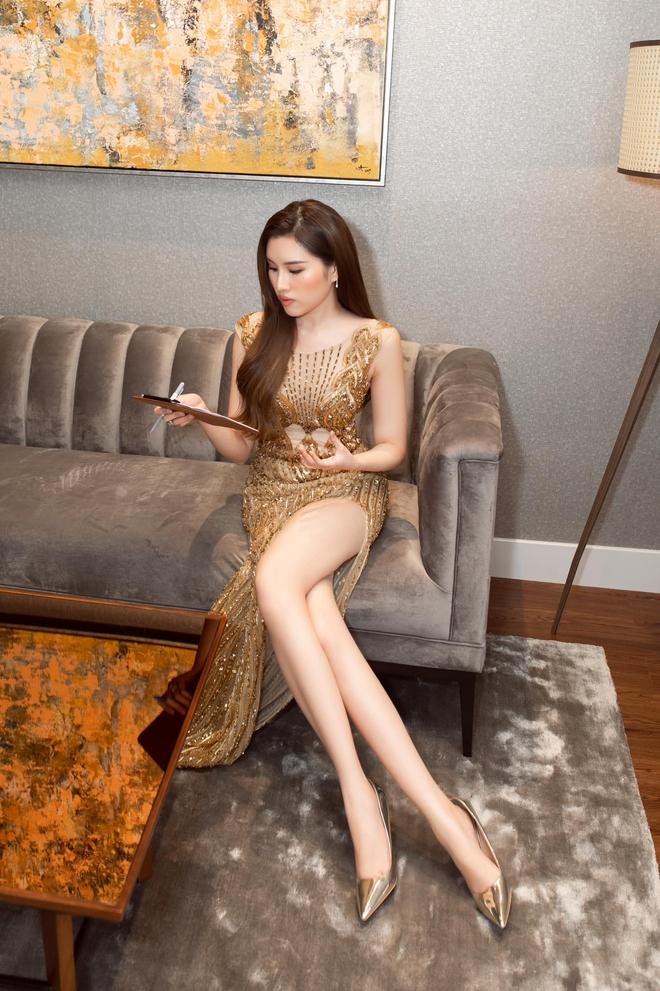 Cận cảnh đôi chân cực phẩm dài 1,1m của nữ MC Đặng Dương Thanh Thanh Huyền - Ảnh 1.